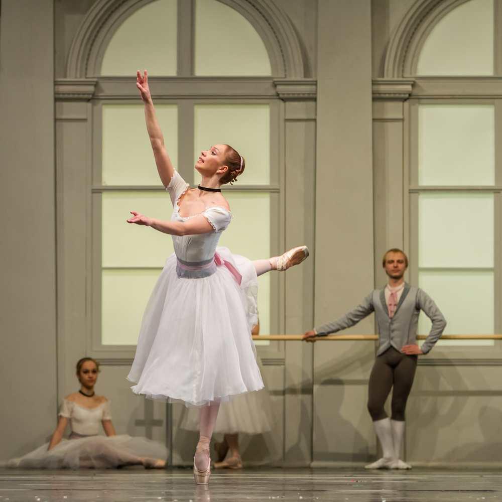 Elena Soboleva in Le Conservatoire.© Sergei Gutnik. (Click image for larger version)