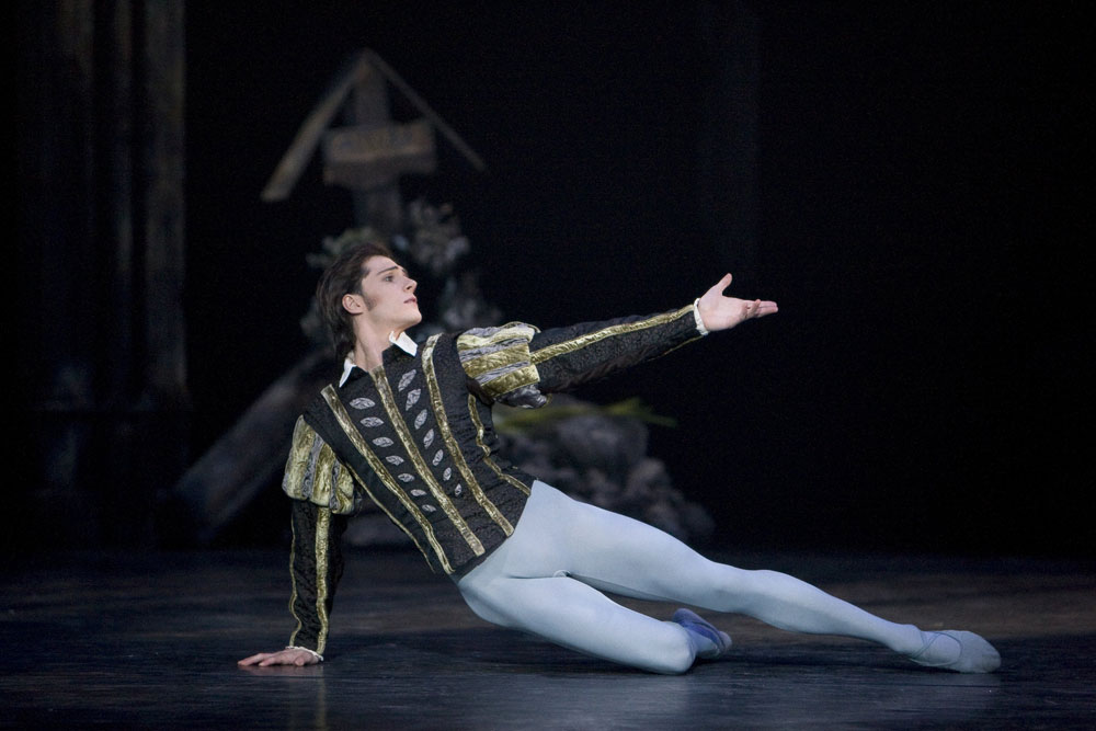 Jamie Bond as Albrecht in <I>Giselle</I>.<br />© Bill Cooper. (Click image for larger version)