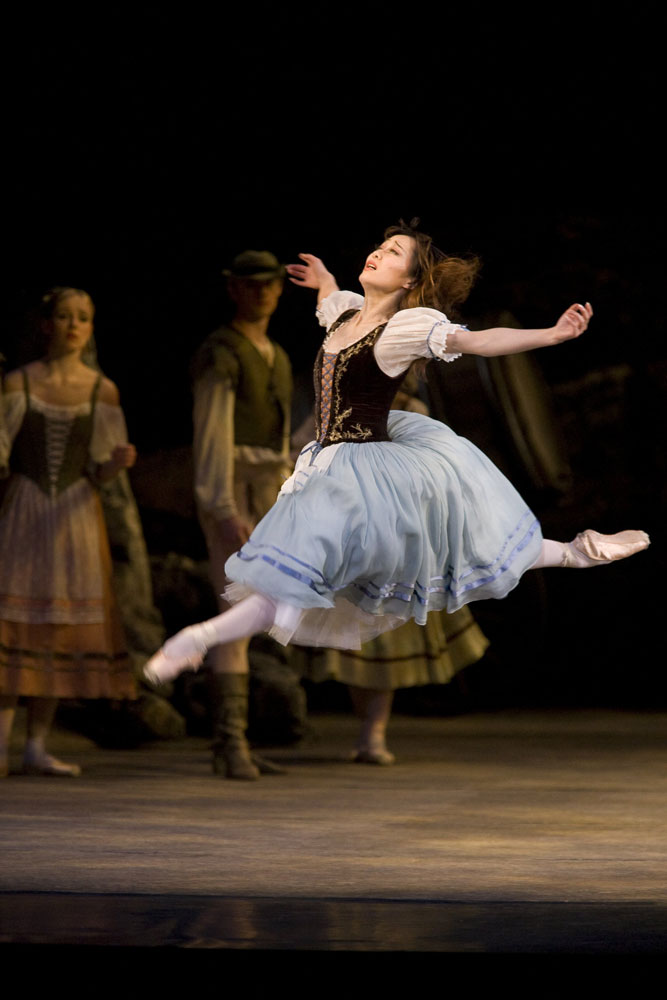 Nao Sakuma in Giselle.© Bill Cooper. (Click image for larger version)