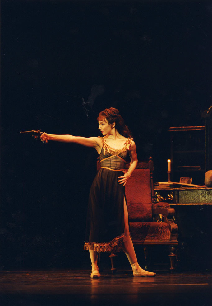 Alina Cojocaru in <I>Mayerling</I>.<br />© Bill Cooper, courtesy the Royal Opera House. (Click image for larger version)