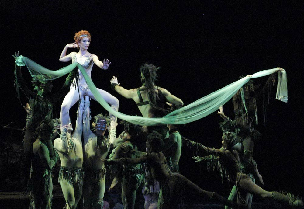 Hungarian National Ballet in Laszlo Seregi's Midsummer Night's Dream.© Bela Mezey. (Click image for larger version)