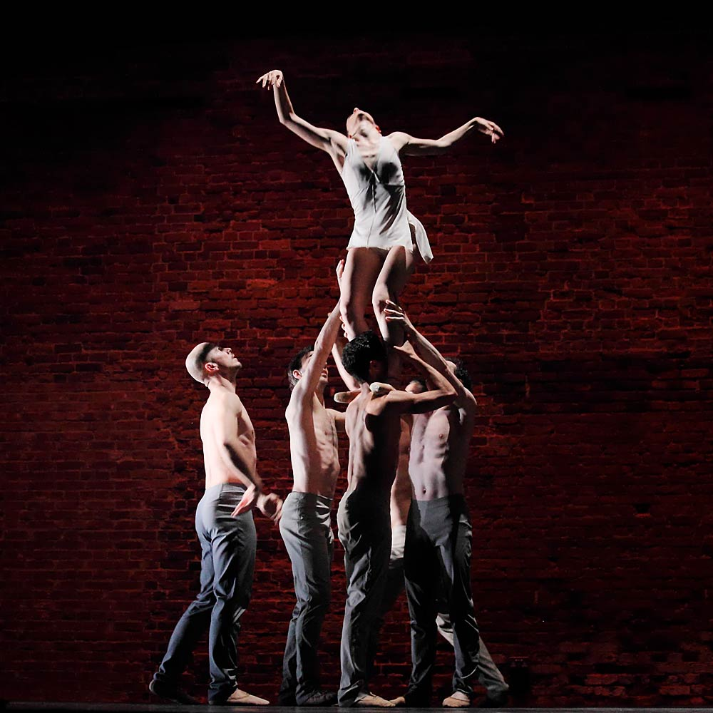 Royal Ballet Flanders: Altea Nunez, Yevgeniy Kolesnik, Ion Aguirretxe, Victor Rocha, Wim Vanlessen in Cameron McMillan's <I>Dream Weaver</I>.<br />© Rob Marrison. (Click image for larger version)