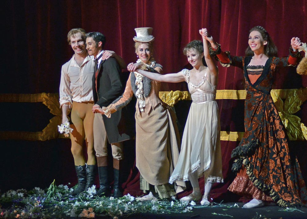 Johan Kobborg and Alina Cojocaru with flowers and cast members James Hay, Emma Maguire and Kristen McNally - as captured by a reader.© DanceTabs. (Click image for larger version)