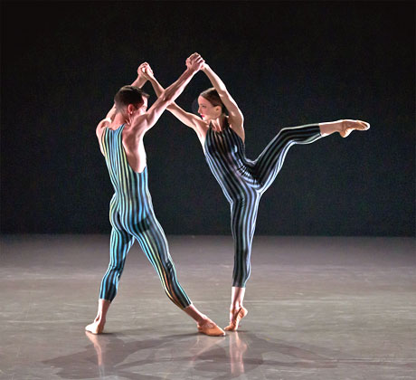 Hannah Bateman and Tobias Batley in Concertante.© E Kauldhar. (Click image for larger version)