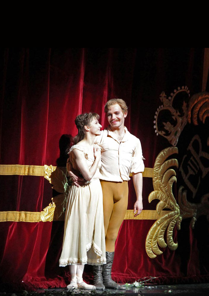 Johan Kobborg and Alina Cojocaru at their farewell curtain calls.<br />© Ellen West, courtesy the Royal Opera House.