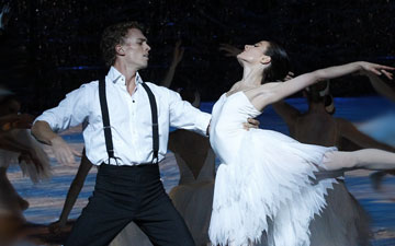 Amber Scott and Adam Bull in Swan Lake.© Jeff Busby. (Click image for larger version)