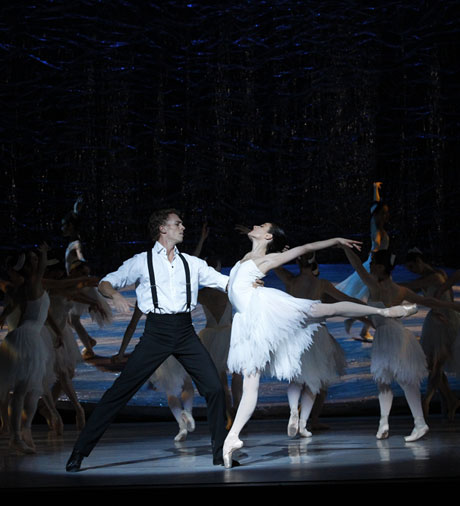 Amber Scott and Adam Bull in <I>Swan Lake</I>.<br />© Jeff Busby. (Click image for larger version)