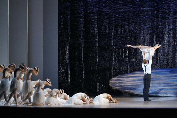 Australian Ballet in <I>Swan Lake</I>.<br />© Jeff Busby. (Click image for larger version)