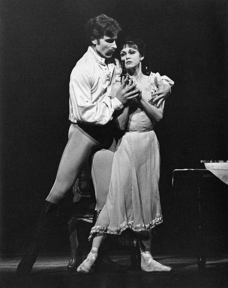 David Wall as Crown Prince Rudolf and Leslie Collier as Mary Vetsera in The Royal Ballet production of Mayerling.© Leslie E Spatt, 1980, courtesy ROH. (Click image for larger version)