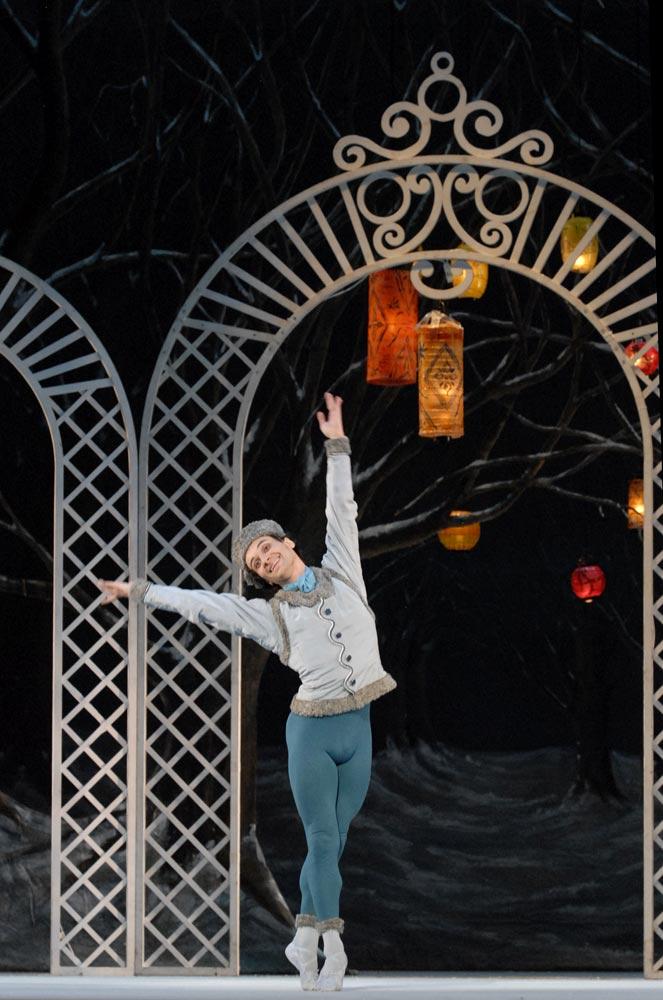 Sarasota Ballet's Logan Learned in Les Patineurs.© Linda Spillers. (Click image for larger version)