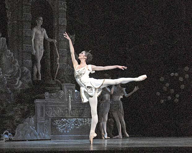Polina Semionova in <I>Sylvia</I>.<br />© MIRA. (Click image for larger version)