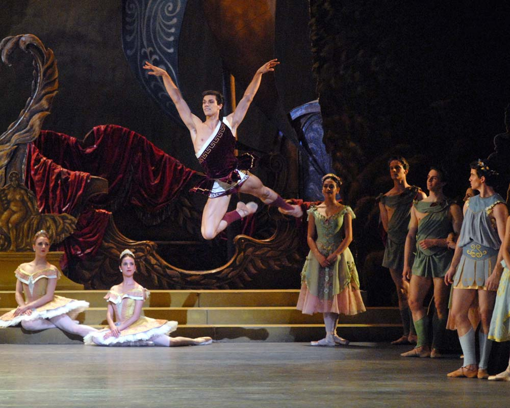 Roberto Bolle in <I>Sylvia</I>.<br />© MIRA. (Click image for larger version)
