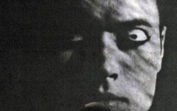 Paul White in Meryl Tankard's The Oracle.© Regis Lansac. (Click image for larger version)