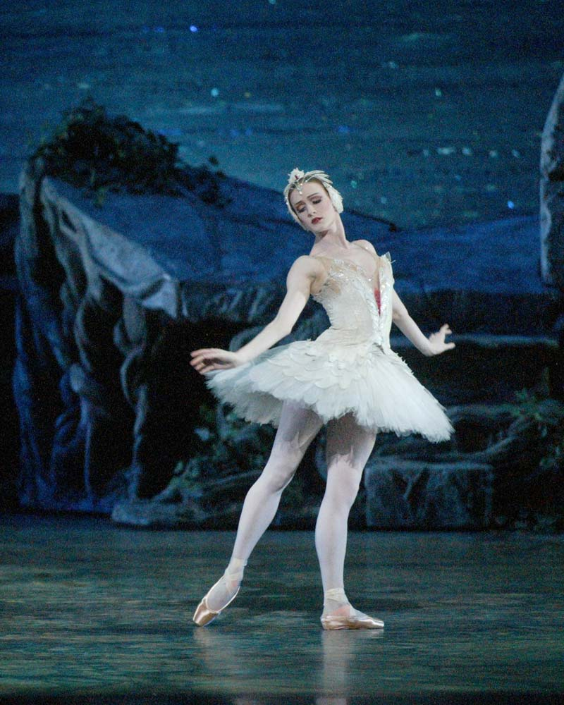 Gillian Murphy in <I>Swan Lake</I>.<br />© Rosalie O'Connor. (Click image for larger version)