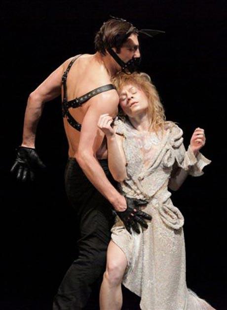Beata Giza (Titania) and Radoslaw Palutkiewicz (Bottom) in A Midsummer Night's Dream.© Sebastian Cwikla.