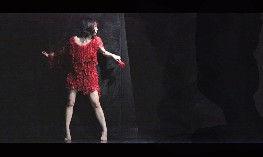 Sayaka Haruna as Puck in A Midsummer Night's Dream.© Sebastian Cwikla. (Click image for larger version)