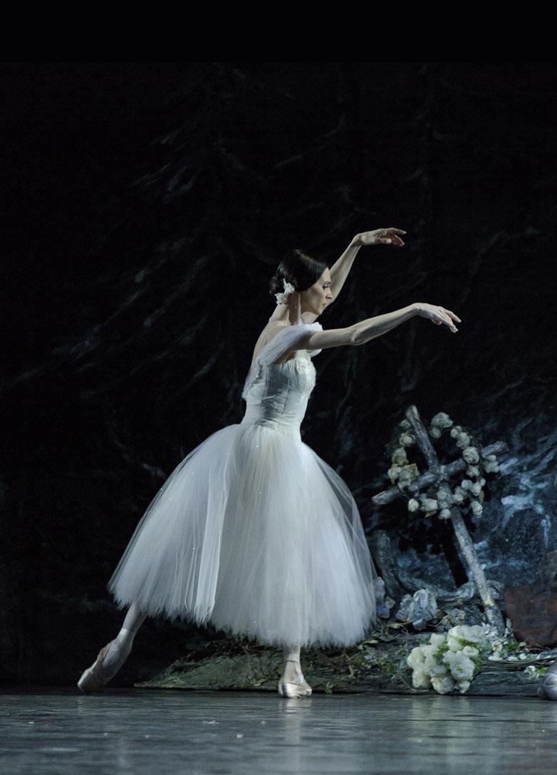 Greta Hodgkinson in <I>Giselle</I>.<br />© Aleksandar Antonijevic. (Click image for larger version)