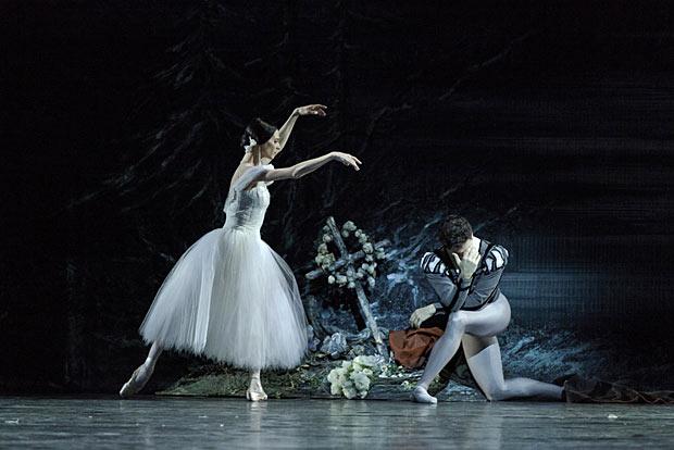 Greta Hodgkinson and Guillaume Cote in <I>Giselle</I>.<br />© Aleksandar Antonijevic. (Click image for larger version)