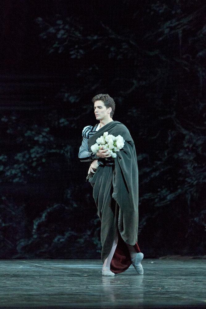 Guillaume Cote in Giselle.© Aleksandar Antonijevic. (Click image for larger version)