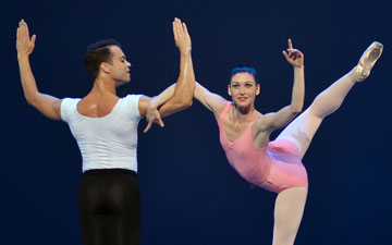 Kathleen Breen Combes and Paulo Arrais in Symphony in Three Movements.© Dave Morgan. (Click image for larger version)