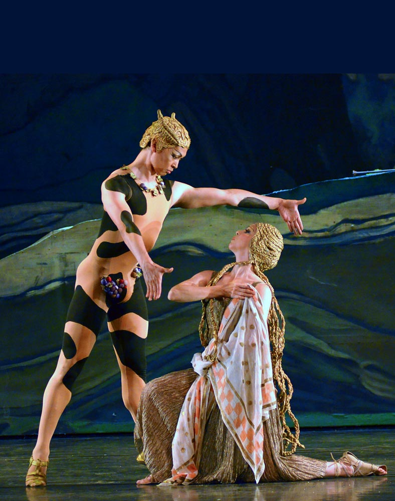 Altan Dugaraa and Lorna Feijoo in Afternoon of a Faun.© Dave Morgan. (Click image for larger version)
