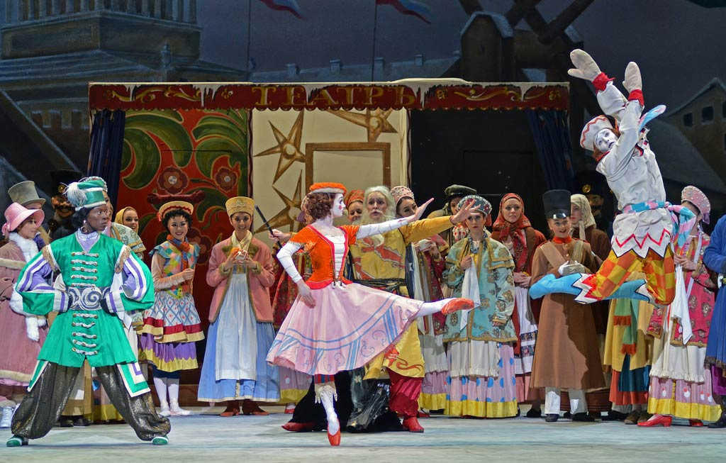 Shevelle Dynott, Nancy Osbaldeston and Fabian Reimair in Petrushka.© Dave Morgan (Click image for larger version)