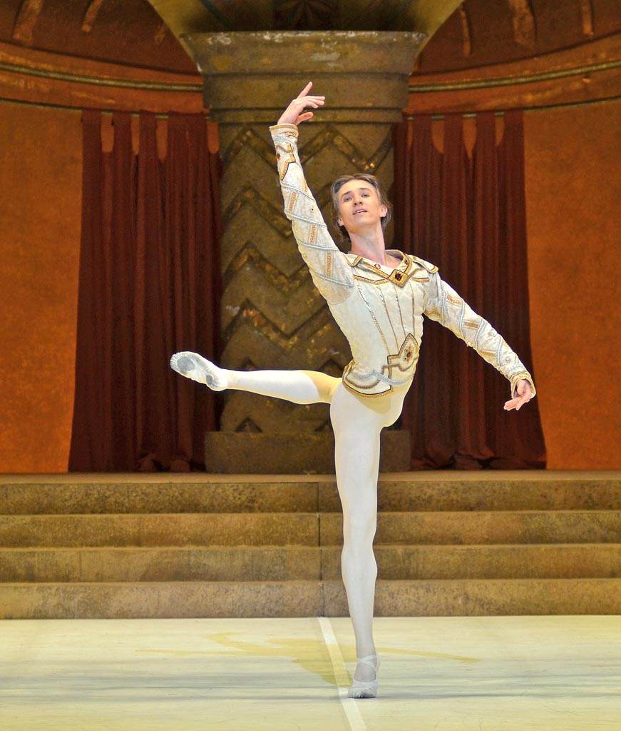 Vadim Muntagirov in Raymonda Act III.© Dave Morgan (Click image for larger version)