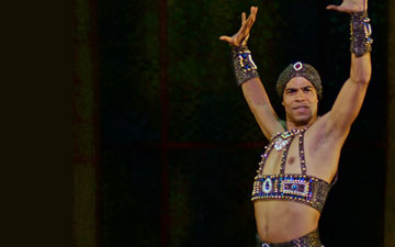Carlos Acosta in Scheherazade.© Dave Morgan. (Click image for larger version)