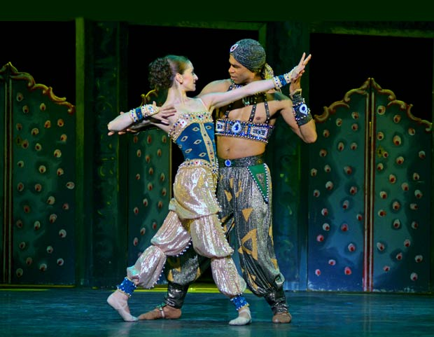 Carlos Acosta and Marianela Nunez in <I>Scheherazade</I>.<br />© Dave Morgan. (Click image for larger version)