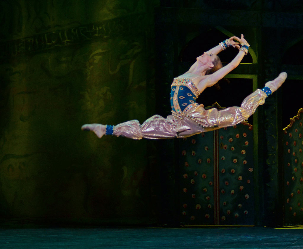 Marianela Nunez in Scheherazade.© Dave Morgan. (Click image for larger version)