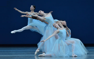 Boston ballet in Serenade.© Dave Morgan. (Click image for larger version)