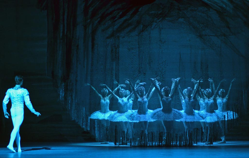Bolshoi Ballet in Swan Lake.© Dave Morgan. (Click image for larger version)