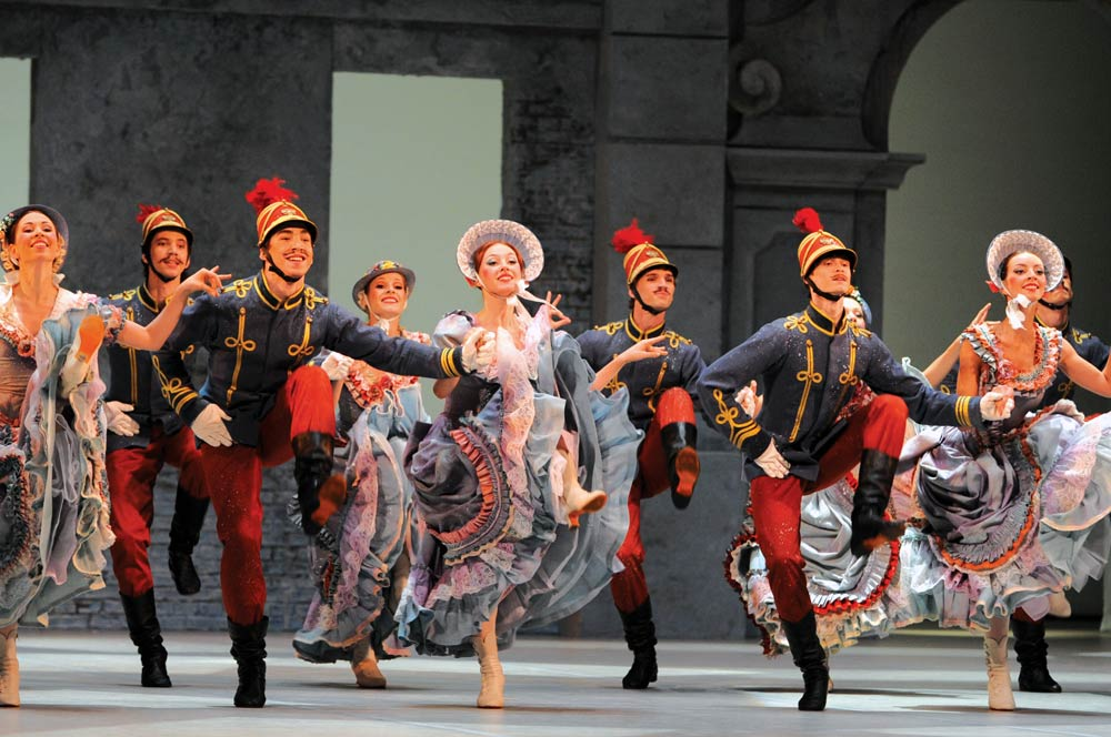 Moscow Stanislavsky Ballet in Petit's Coppelia.© E Fetisova. (Click image for larger version)