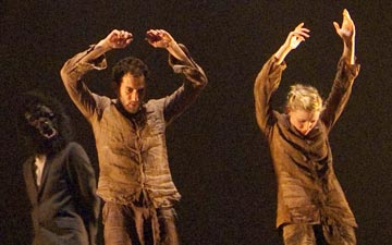 Hofesh Shechter Company in Political Mother.© Simona Boccedi. (Click image for larger version)