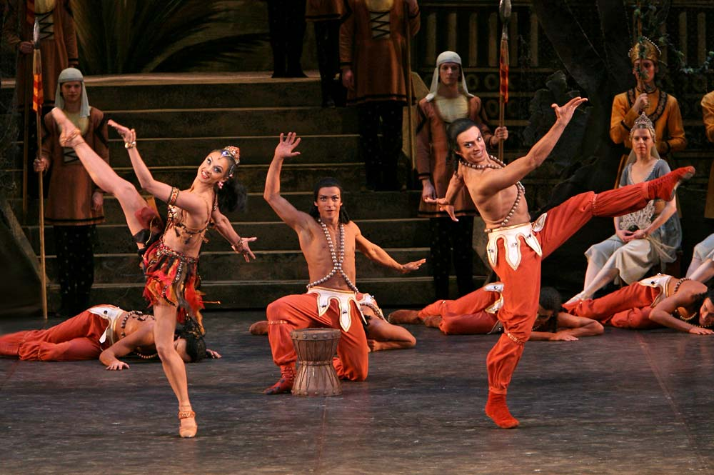 Anna Antropova, Denis Medvedev and Georgy Geraskin in La Bayadere.© Andrei Melanin. (Click image for larger version)
