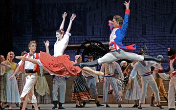 Natalia Osipova and Ivan Vasiliev in The Flames of Paris.© Dave Morgan. (Click image for larger version)