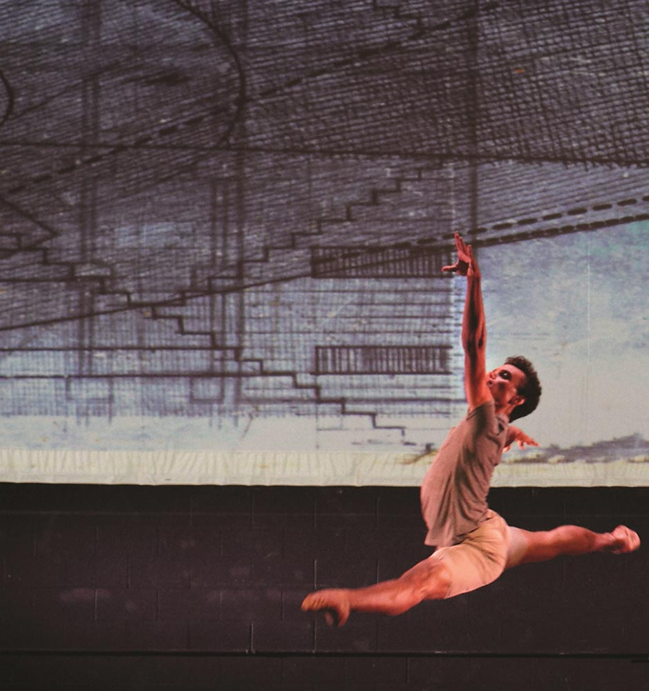 Taylor Stanley in the 2011 version of Troy Schumacher's <I>Epistasis</I>.<br />© Lora Robertson. (Click image for larger version)