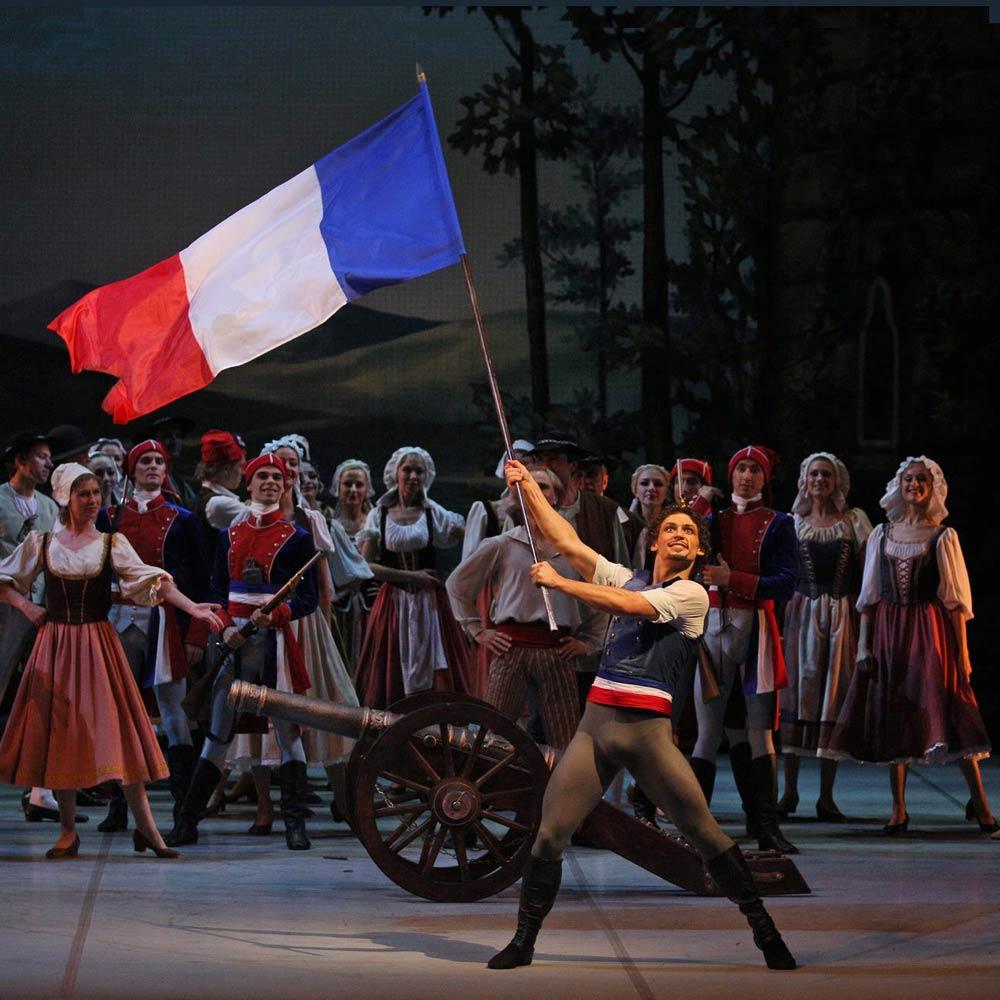 Ivan Vasiliev in The Flames of Paris.© Stas Levshin, courtesy the Mikhailovsky Ballet. (Click image for larger version)