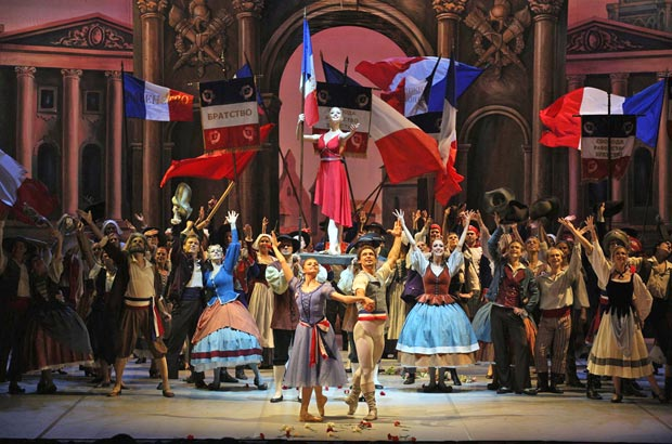 Oksana Bondareva, Ivan Vasiliev together with Angelina Vorontsova and the company in <I>The Flames of Paris</I>.<br />© Stas Levshin, courtesy the Mikhailovsky Ballet. (Click image for larger version)