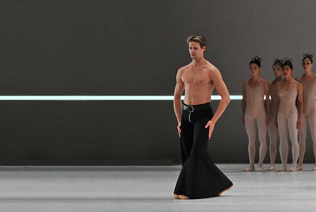 Matthew Golding with DNB in Hans van Manen's Grosse Fuge.© Dave Morgan/DanceTabs edit. (Click image for larger version)
