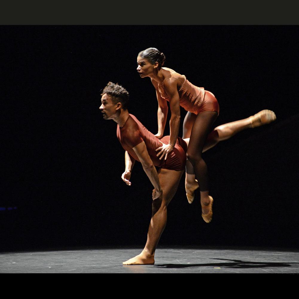 Jonathan Bond and Vania Doutel Vaz in Jiri Kylian's Indigo Rose.© Dave Morgan. (Click image for larger version)