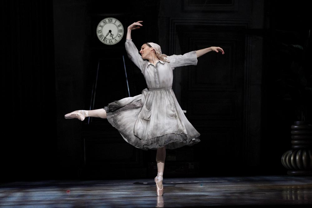 Leanne Stojmenov in <I>Cinderella</I>.<br />© Jeff Busby. (Click image for larger version)