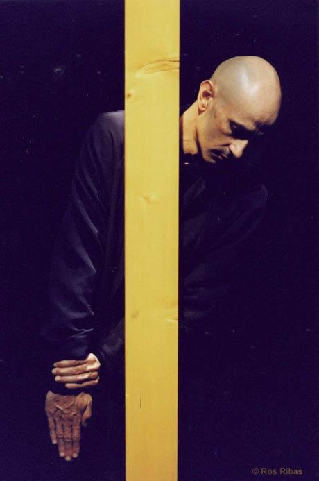 Cesc Galabert in <I>Im (Goldenen) Schnitt I</I> by Gerhart Bohner.<br />© Ros Ribas. (Click image for larger version)