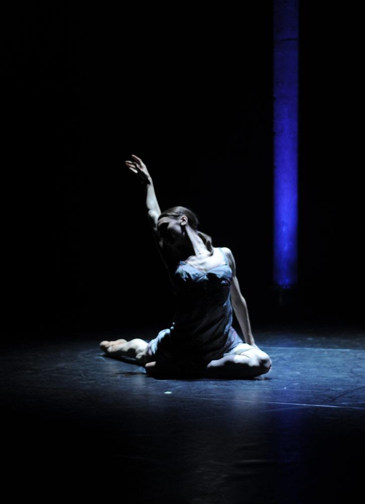 Elizabeth Harrod of The Royal Ballet.© Sophie Harris-Taylor. (Click image for larger version)