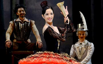 Eun Won Lee in Don Quixote.© Sunkyung Jang. (Click image for larger version)
