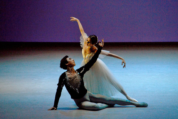 Ye Lim Choi and Sung-Woo Han in <I>Giselle</I>, Act 2 Pas de Deux:.<br />© Sunkyung Jang. (Click image for larger version)