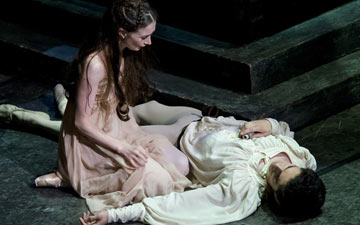 Lauren Cuthbertson and Federico Bonelli in Romeo and Juliet.© ROH/Bill Cooper. (Click image for larger version)