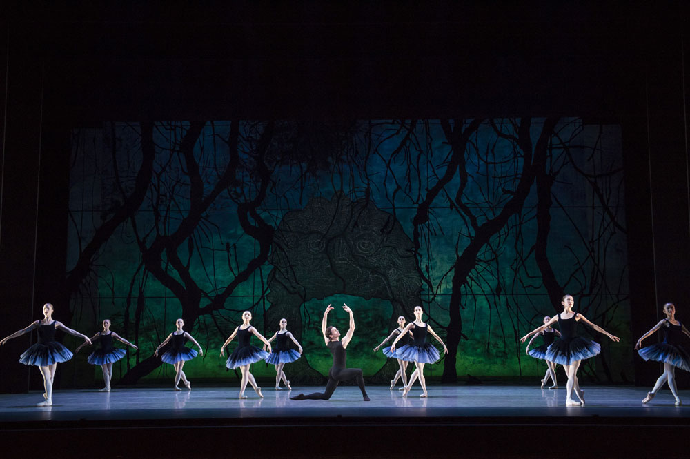 Birmingham Royal Ballet in Tombeaux.© Bill Cooper. (Click image for larger version)