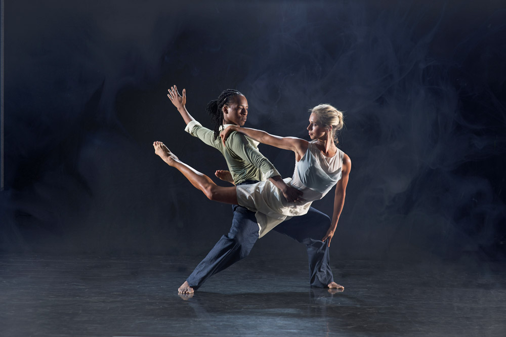 Mbulelo Ndabeni and Julia Gillespie in Ashley Page's <I>Subterrain</I>.<br />© Chris Nash. (Click image for larger version)
