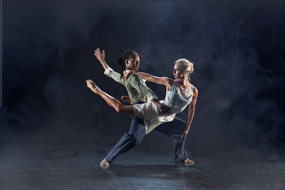 Mbulelo Ndabeni and Julia Gillespie in Ashley Page's <I>Subterrain</I>.<br />© Chris Nash. (Click image for larger version)